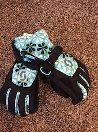 new ski gloves, youth 5.5 M size Calgary, T1Y 5T7