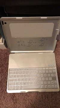 Silver/grey IPad 2/3/4 & Android keyboard and flip silver case Hyattsville, 20784