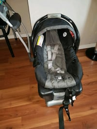 baby's black and gray car seat carrier 1963 km