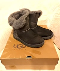 Pair of grey UGG bailey button boots Kids Sz 6