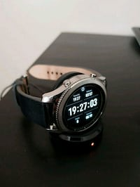 round black digital watch with black strap Aurora, L4G 6Y7