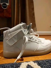 LED High Top White Sneakers Size 9 26 km