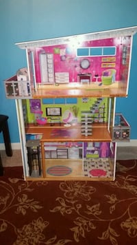 pink and white doll house Sterling, 20166