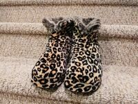 New Massaging Slippers Women's Size Large, 9-10.5  Woodbridge, 22193
