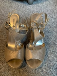Selling ladies gold wedge sandles Coquitlam, V3E 2X8