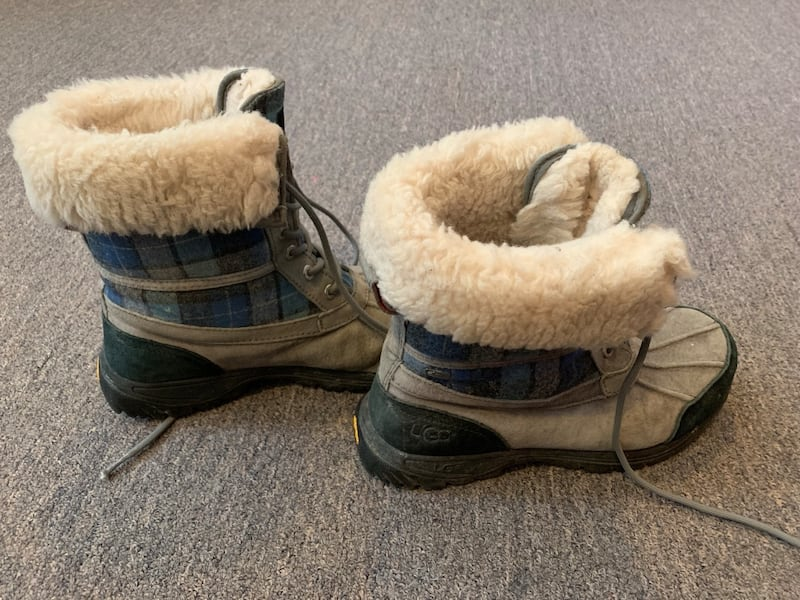 Ugg winter shoes with receipt like new unisex b1e398f9-be80-46e5-afc8-0b6aa88be799