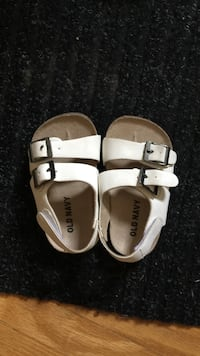 Old navy sandals  Edmonton, T5P