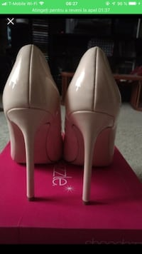 Pair of beige leather pointed-toe pumps Dumfries, 22026