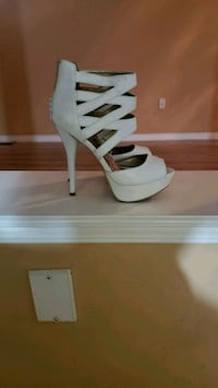 Size 7.5 White Open Toe Platform Stilleto Heels  Vaughan, L4K