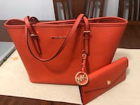Women's orange michael kors saffiano tote bag Surrey, V3R 4H1