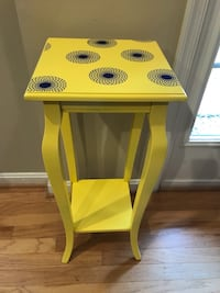 Sunny yellow side table Ashburn, 20147
