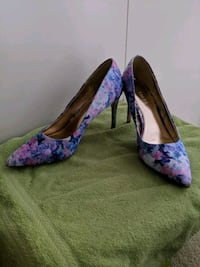 Size 6 pink and purple floral heels New Westminster, V3L 3P2