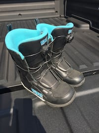 Girls ride snowboard boots
