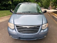 Chrysler - Town and Country - 2005 Springfield, 22152