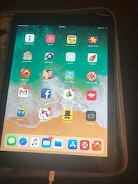 iPad 5th generation no cracks 9/10 condition  Las Vegas, 89104
