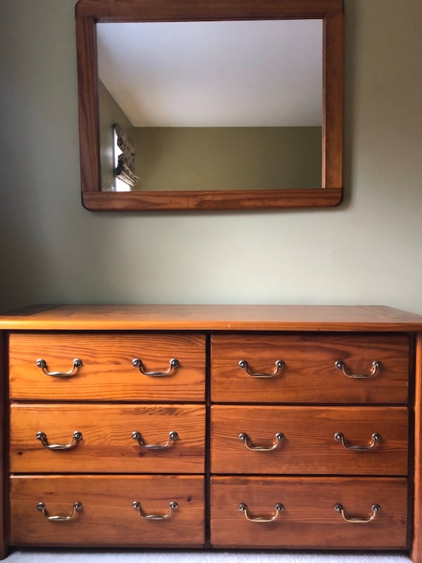 Solid Woods Double dresser & Mirror cd076074-8867-4b30-97c0-7ff6254ec43d