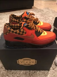 pair of red Nike Air Max shoes with box 26 mi