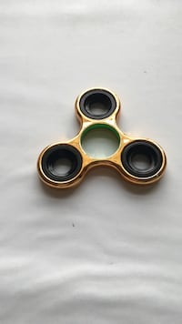 Black and yellow hand spinner Herndon, 20171