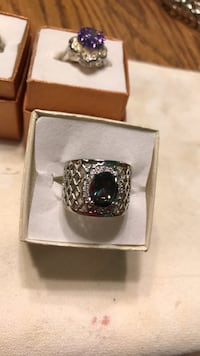 Gorgeous GREEN/PURPLE Stones Silver Colored Ring sz 8 Oklahoma City, 73149