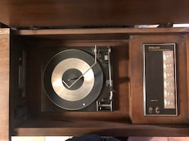 FULLY FUNCTIONAL RECORD PLAYER/8 TRACK/RADIO