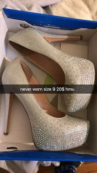 pair of gold-colored platform stiletto shoes with box Cerritos, 90703