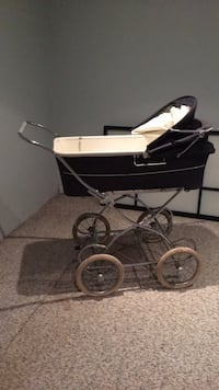 Baby carriage, 1990 Silver Cross, in great condition. King, L7B 1H4