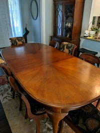 Beautiful antique dining room table North Charleston, 29406