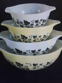 Vintage Pyrex Black Yellow Gooseberry Cinderella Bowls441-444.No chips or cracks excellent condition.