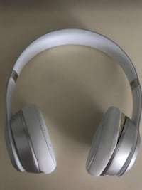 White Beats by Dre  King, L0G 1N0
