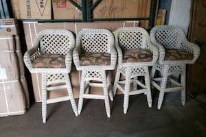 4 wicker barstools