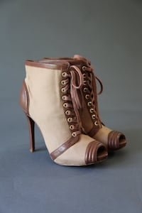 pair of brown leather heeled boots Los Angeles, 90077