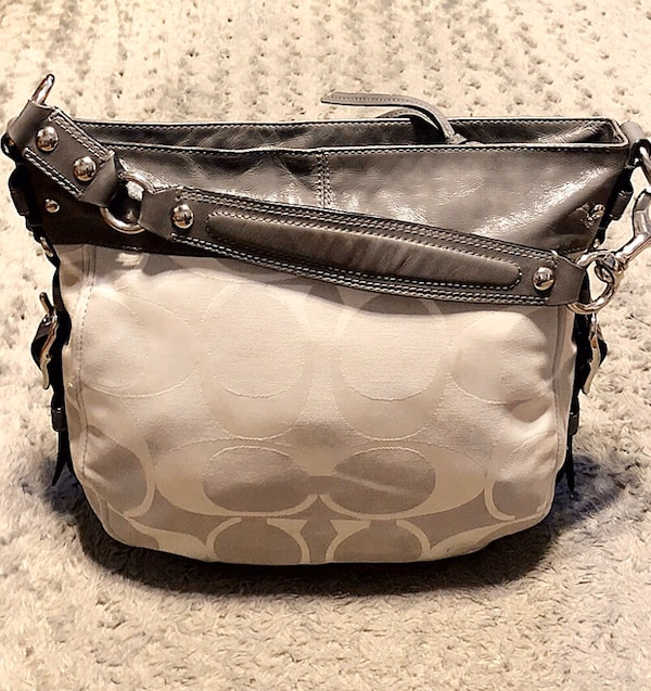 Coach Carryall Hobo tote paid $298 Like new! Pristine condition!  2914211a-6a1e-4e19-8000-3f7e4d03666e