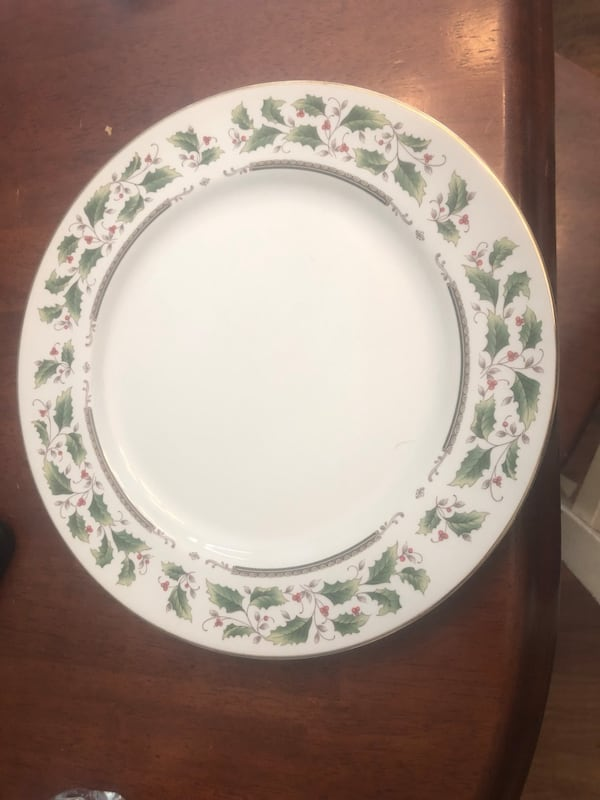 Dishes holly holiday dishes used once 1153a83b-e1d0-4ada-802a-ad00256aca5b