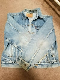 Levis distressed denim jacket  Clinton, 20735