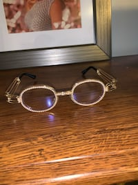 Retro vintage gold frame with pearl trim eyewear