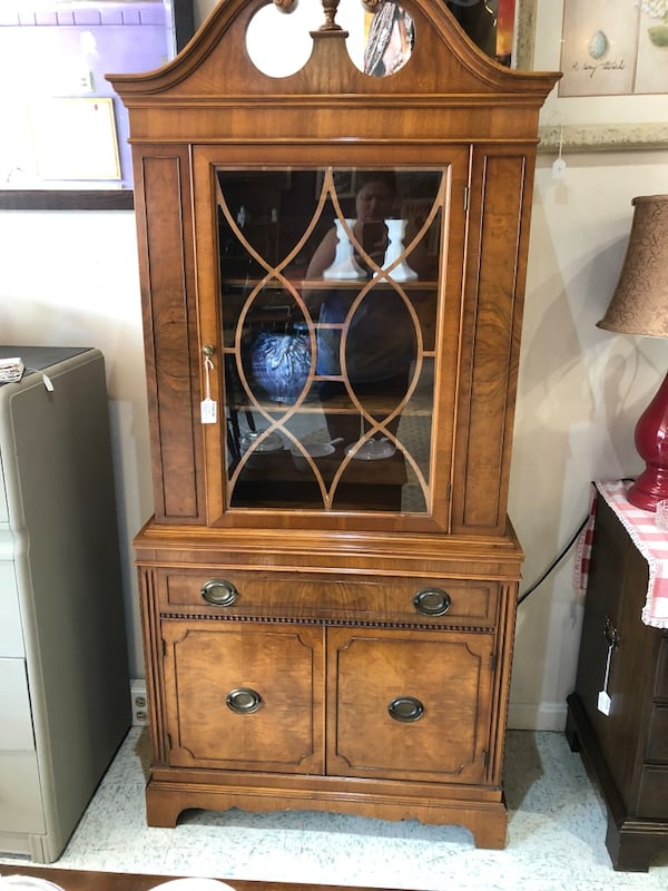 Vintage wood china cabinet really nice  8d77dce7-c1ca-40f9-a2e3-86c156785f80