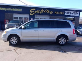 Chrysler-Town and Country-2009