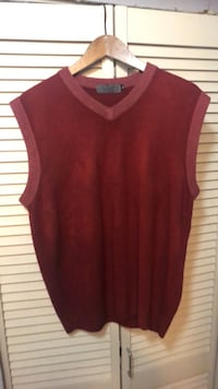Authentic Red Prada Sweater Vest size XL Burnaby, V5H