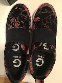 **GUESS*** womans size 6**brand new