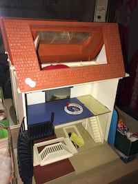 Vintage Doll House With Accesories Billerica, 01821