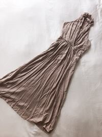 ELLA MOSS dress Size XS need to be steamed only! As seen on celebrity Vancouver, V6Z 1Y6