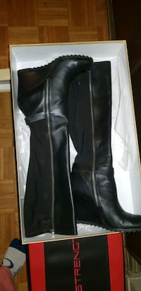 black leather zip-up boots  Toronto, M9A 4X9