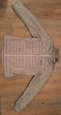 Patagonia Women's Nano Puff Jacket in Feather Grey. Like new, used once size Large Los Angeles, 90034