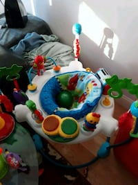 baby's white and blue jumperoo Hudson, 03051