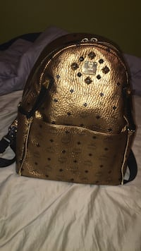 Mcm stark gold backpack Port Coquitlam, V3C 5M7