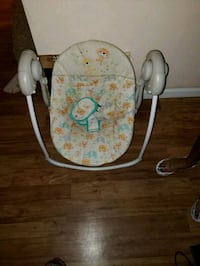 baby's white and green swing chair Annapolis, 21401