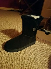 Uggs size 7 Jessup, 20794