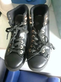 pair of black leather high-top sneakers Hamilton, L8N