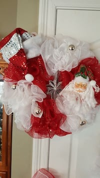 red and white Santa Claus wreath