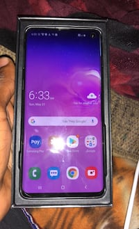 Samsung galaxy s10 brand new in case with charger